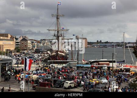 Frankreich, Region Bretagne, Oldtimertreffen im Jachthafen von Saint Malo - Stock Photo