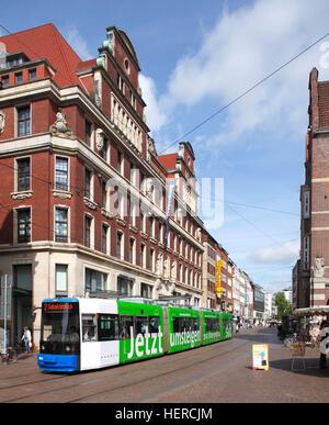 Straßenbahn mit Bank- und Kaufhaus Obernstraße 2-12 in der Einkaufsstraße Obernstraße, Bremen, Deutschland, - Stock Photo