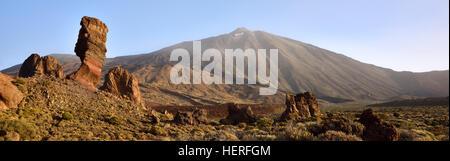 Roque Cinchado, Los Roques de Garcia, Mount Teide, Las Cañadas, Teide National Park, Tenerife, Canary Islands, Spain - Stock Photo