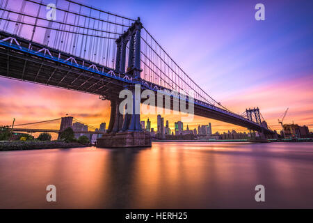 New York City, USA at the Manhattan Bridge spanning the East River from Brooklyn to Manhattan. - Stock Photo