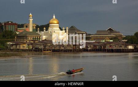 Sultan Omar Ali Saifuddin Masjid in Bandar Seri Begawan, the capital of Brunei    The Sultan Omar Ali Saifuddin - Stock Photo