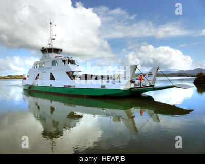 Sail the Kohu Ra Tuarua from picturesque Rawene across the scenic Hokianga Harbour. Travel on by road through Kohukohu - Stock Photo