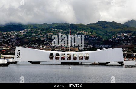 The USS Arizona Memorial, located at Pearl Harbor in Honolulu, Hawaiʻi, marks the resting place of 1,102 of the - Stock Photo