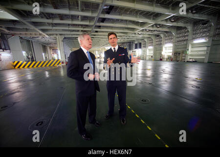 Secretary of the Navy Ray Mabus, left, tours the French navy amphibious assault ship FNS Mistral. SECNAV tours French - Stock Photo