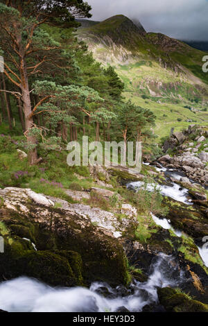 A waterfall along Nant Ogwen at pont pen-y-benglog that flows down the Ogwen Valley, Snowdonia. - Stock Photo