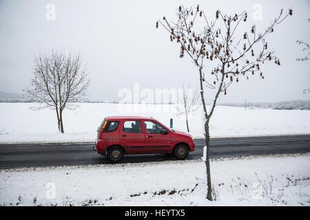 Sátoraljaújhely, Hungary. 24th December, 2016. Snow beside the road in Sátoraljaújhely in Borsod-Abaúj-Zemplén, - Stock Photo