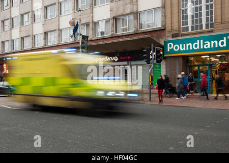 Poundland, Southport, Merseyside, UK. 24th December, 2016. Pre Boxing Day Sales.   Stores in the town are now displaying - Stock Photo