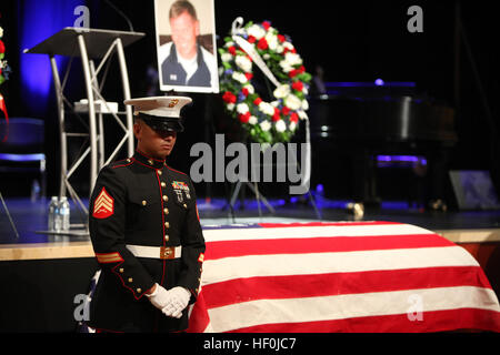 During the memorial ceremony for Officer Jeremy Henwood, Marines and police officers stand guard over his casket - Stock Photo