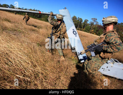 Marines and Sailors with the 24th Marine Expeditionary Unit's Battalion Landing Team, Weapons Company, 1st Battalion, - Stock Photo