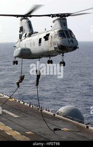 050415-M-9114Y-015 Mediterranean Sea (April 15, 2005) - Marines assigned to the 26th Marine Expeditionary Unit (special - Stock Photo
