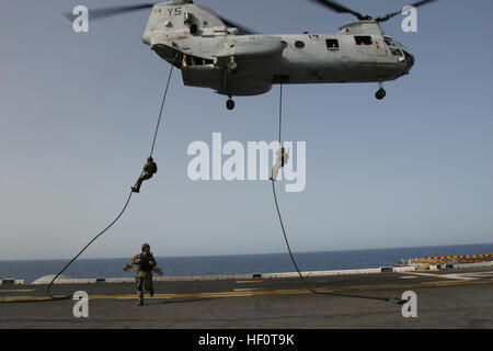 050415-M-5900L-017 Mediterranean Sea (April 15, 2005) - Israeli Defense Force soldiers fast rope with the 26th Marine - Stock Photo