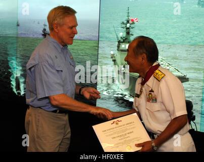 120716-N-XG305-128 YOKOSUKA, Japan (July 16, 2012) -- Secretary of the Navy (SECNAV) Ray Mabus, left,  congratulates - Stock Photo