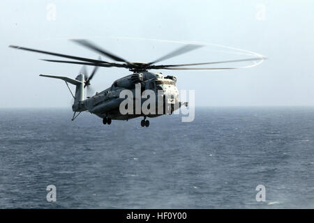 USS NEW YORK, INDIAN OCEAN (August 7, 2012) – A CH-53E Sea Stallion with Marine Medium Tiltrotor Squadron 261 (Reinforced), - Stock Photo