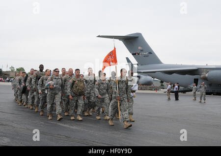 STEWART AIR NATIONAL GUARD BASE, Newburgh—Soldiers  of the New York Army National Guard's 101st Expeditionary Signal - Stock Photo