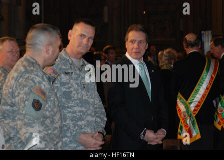 NEW YORK – New York Governor Andrew Cuomo and The Adjutant General for New York, Maj. Gen. Patrick Murphy await - Stock Photo