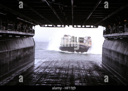 070105-M-6412J-098 Atlantic Ocean (Jan. 5, 2006) - A Landing Craft Air Cushion (LCAC) enters the well deck of amphibious - Stock Photo