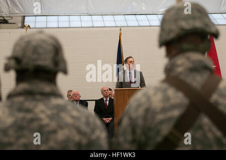 Vermont Governor Peter Shumlin, addresses members of the 3rd Battalion, 172nd Infantry Regiment (Mountain), Vermont - Stock Photo