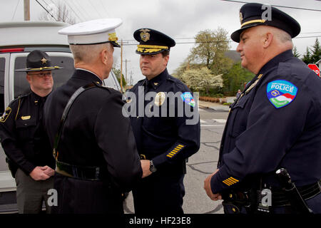 The 35th Commandant of the Marine Corps (CMC), Gen. James F. Amos, left, greets a Waynesville Police Department - Stock Photo
