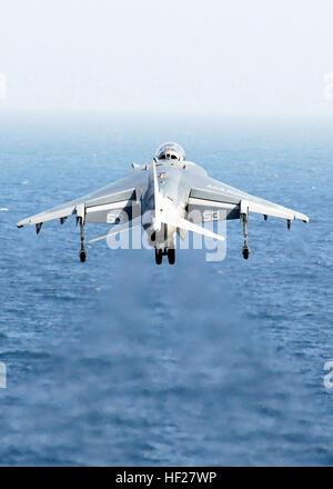 080912-N-2183K-024 PERSIAN GULF (Sept. 12, 2008) An AV-8B Harrier launches off the flight deck of the amphibious - Stock Photo