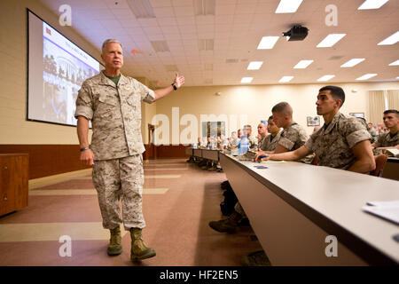 Commandant of the U.S. Marine Corps, Gen. James F. Amos, speaks to Marines with charlie company (C CO), The Basic - Stock Photo