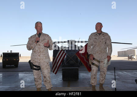 General James F. Amos, left, the 35th Commandant of the Marine Corps, and Sgt. Maj. Micheal Barrett, the 17th Sergeant - Stock Photo