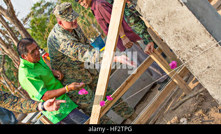 Thai citizens and U.S. Marines from Marine Wing Support Squadron 171, based out of Marine Corps Air Station Iwakuni, - Stock Photo