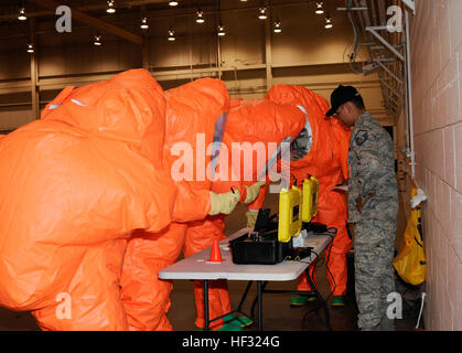 Master Sgt. Robby McGee assists emergency managers, from the Air National Guard, with the Hazmat ID 360 command - Stock Photo