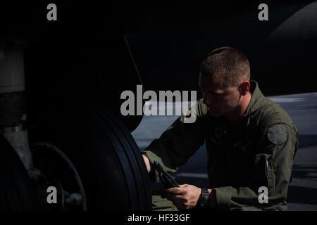 U.S. Marine Corps Cpl. Matthew Ramos, aviation mechanic, Marine Attack Squadron (VMA) 231(-), 31st Marine Expeditionary - Stock Photo