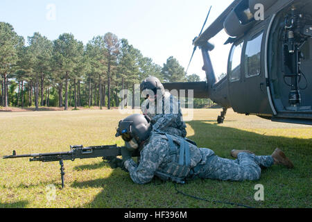 Soldiers from Company A, 1-111th General Aviation Support Battalion, South Carolina Army National Guard, establish - Stock Photo