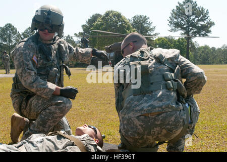 Soldiers from Co. A, 1-111th General Aviation Support Battalion, South Carolina Army National Guard, move a casualty - Stock Photo