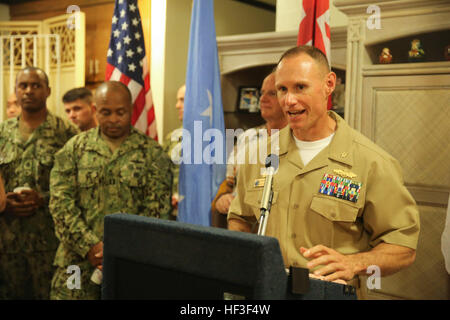 KOLONIA, Pohnpei (June 30, 2015) – Commodore, Task Force Forager, Capt. James Meyer talks to the service members - Stock Photo