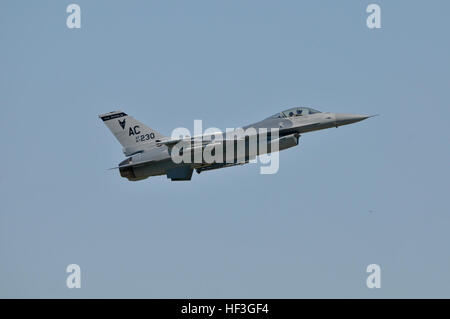 U.S. Air Force F-16C Fighting Falcon, with the 177th Fighter Wing of the New Jersey Air National Guard, takes off - Stock Photo