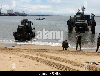 091017-M-8332M-036 MONROVIA, Liberia (Oct. 17, 2009) Seabees and equipment assigned to Naval Mobile Construction - Stock Photo
