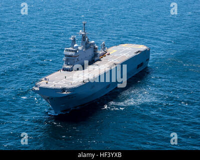 160502-M-QM580-005 GULF OF CADIZ (May 2, 2016) The French amphibious assault ship BPC Dixmude (L9015) is underway - Stock Photo