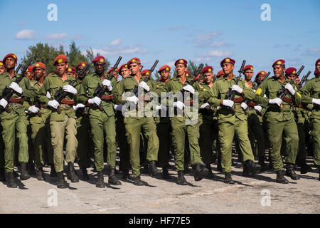 Military personel on training marches for the annual parade in honour of the Revolution, La Havana, Cuba. - Stock Photo