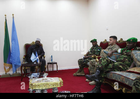 The Jubbaland Administration President, Ahmed Mohamed Islam (left) holds talks with the African Union Mission in - Stock Photo