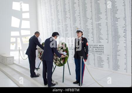Pearl Harbour, Hawaii. 27th Dec, 2016. U.S President Barack Obama and Japanese Prime Minister Shinzo Abe together - Stock Photo