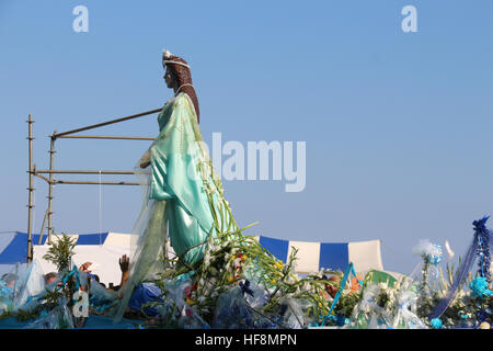 Rio de Janeiro, Brazil. 29th Dec, 2016. Devotees of umbanda and candomblé celebrate Iemanjá, Orixá known as Queen - Stock Photo