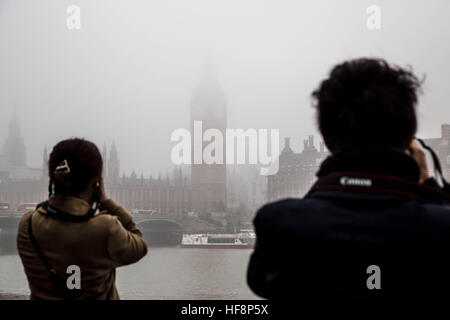 London, UK. 30th December, 2016. UK Weather: Westminster's Parliament buildings and Big Ben seen just visible through - Stock Photo