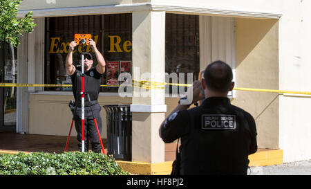 West Palm Beach, Florida, USA. 30th Dec, 2016. Delray Beach police investigate a shooting outside Excell Restaurant - Stock Photo