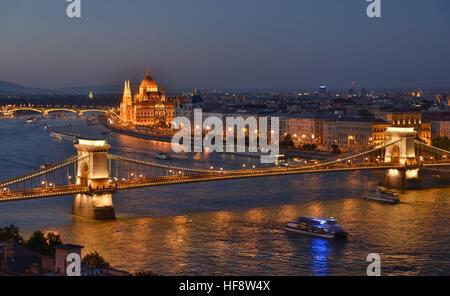 Kettenbruecke, Parlament, Donau, Budapest, Ungarn, Suspension bridge, parliament, the Danube, Hungarian - Stock Photo