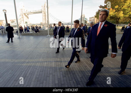 U.S. Secretary of State John Kerry walks with U.S. Ambassador to the United Kingdom Matthew Barzun past the Tower - Stock Photo