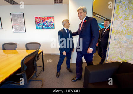 U.S. Secretary of State John Kerry arrives at the office of London Mayor Sadiq Khan before they met and held a question - Stock Photo