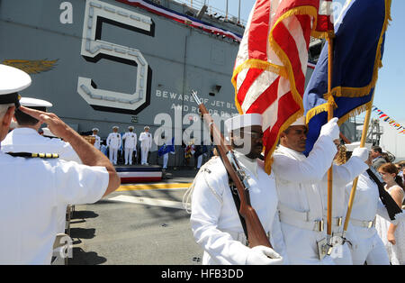 SAN DIEGO (June 6, 2014) – The honor guard retire the colors after a change of command ceremony aboard amphibious - Stock Photo