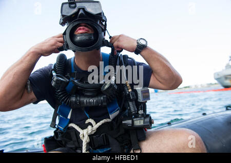 130622-N-YD328-072 KEY WEST, Fla. (June 22, 2013) Navy Diver 1st Class Todd Verhagen, assigned to Mobile Diving - Stock Photo