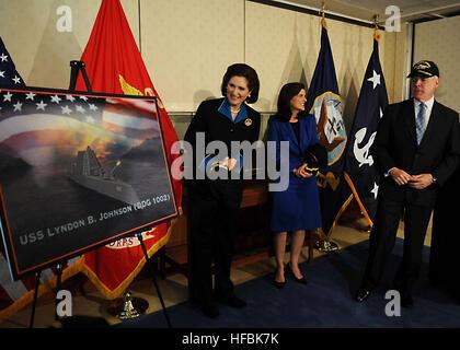 WASHINGTON (April 16, 2012) Secretary of the Navy (SECNAV) the Honorable Ray Mabus announces the next Zumwalt-class - Stock Photo