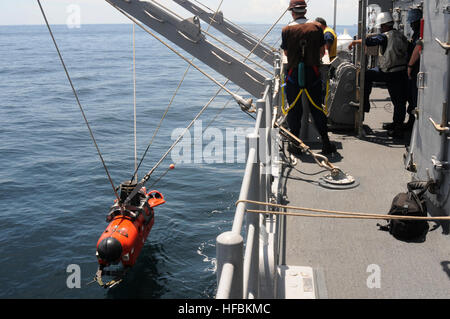 110520-N-SP676-120 STRAIT OF MALACCA (May 20, 2011) Sailors aboard the mine countermeasures ship USS Avenger (MCM - Stock Photo