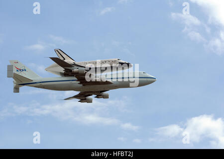 120417-N-EV723-020 WASHINGTON (April 17, 2012) The space shuttle Discovery attached to its 747 transport passes - Stock Photo