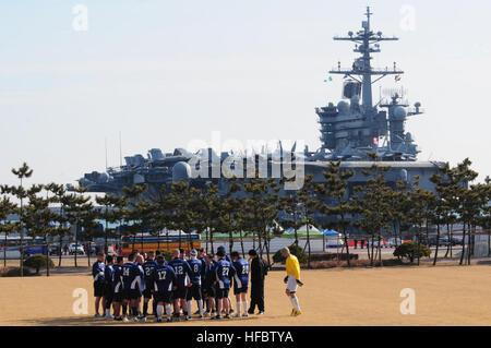 110111-N-7488A-583 BUSAN, South Korea (Jan. 11, 2011) Sailors assigned to the aircraft carrier USS Carl Vinson (CVN - Stock Photo