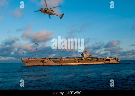 120708-N-ER662-044 SOUTH CHINA SEA (July 8, 2012) The Nimitz-class aircraft carrier USS George Washington (CVN 73) - Stock Photo